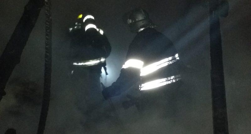 У Хмельницькому під час гасіння пожежі рятувальники знайшли тіло жінки