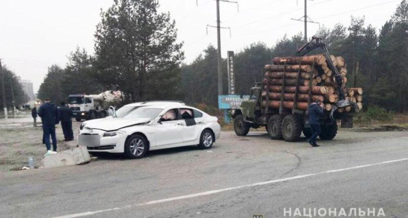 На Славутчині лісовоз спричинив жахливу аварію