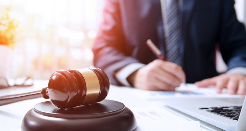 Жінка не довела у суді, що брат обманом змусив матір укласти з ним спадкові договори