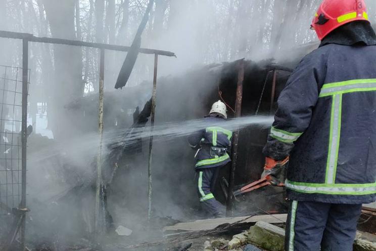Хмельницький: рятувальники ліквідували пожежу господарчої споруди