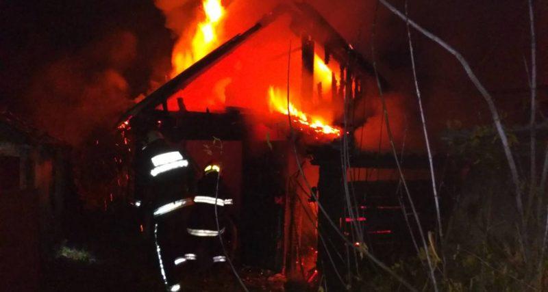 Минулої ночі на Хмельниччині ДСНСівці двічі гасили пожежі