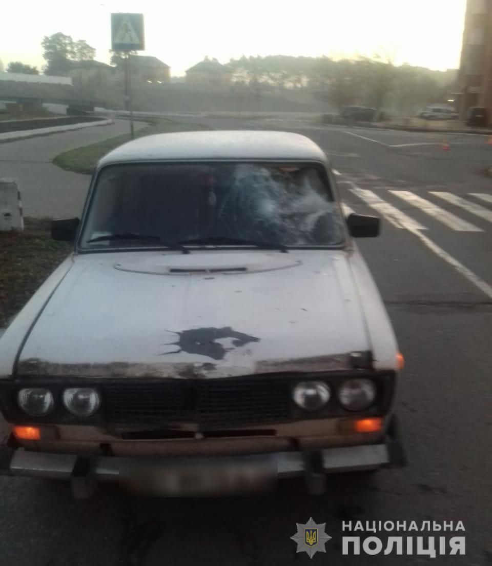 Впродовж вихідних на Хмельниччині під колеса автомобілів потрапило троє людей