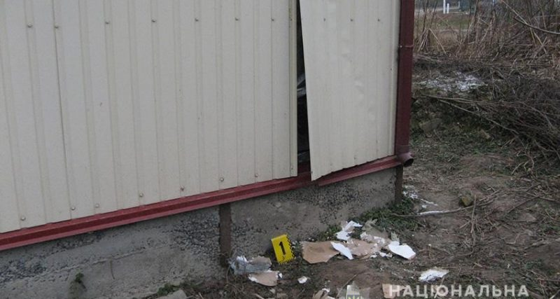 На Хмельниччині оперативники впродовж кількох годин вирахували зловмисників, які двічі обікрали сільський магазин