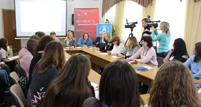 У Хмельницькому пройшов круглий стіл задля попередження знущання у школах