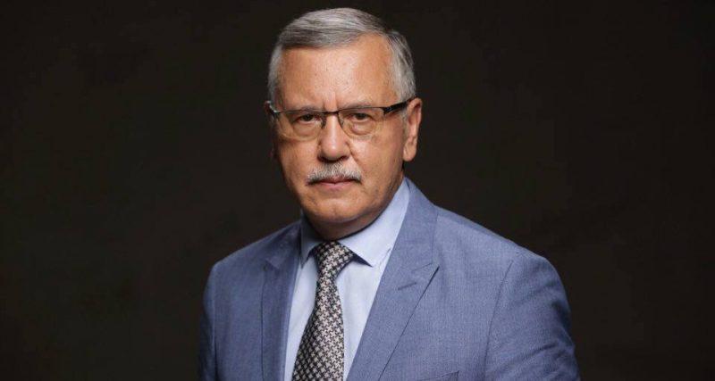 Гриценко: Сподіваюся, лише оголошенням воєнного стану засідання РНБО не обмежиться