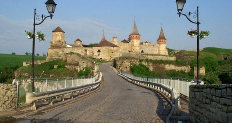 У Кам'янці-Подільському за в'їзд до старої частини міста заробили понад 300 тисяч гривень