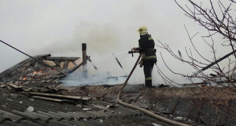 Ізяславський район: рятувальники ліквідували пожежу хліва