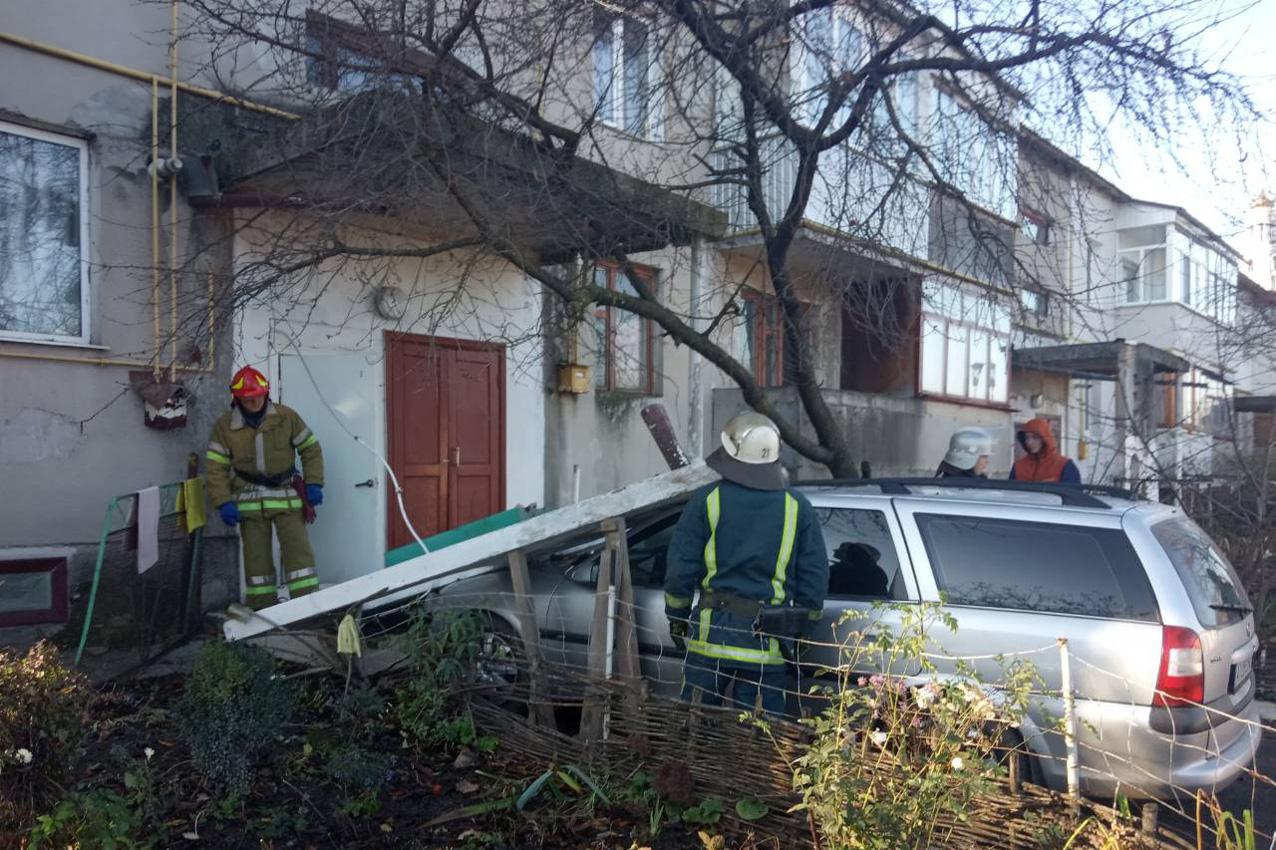 Рятувальники запобігли обвалу плити у житловому будинку