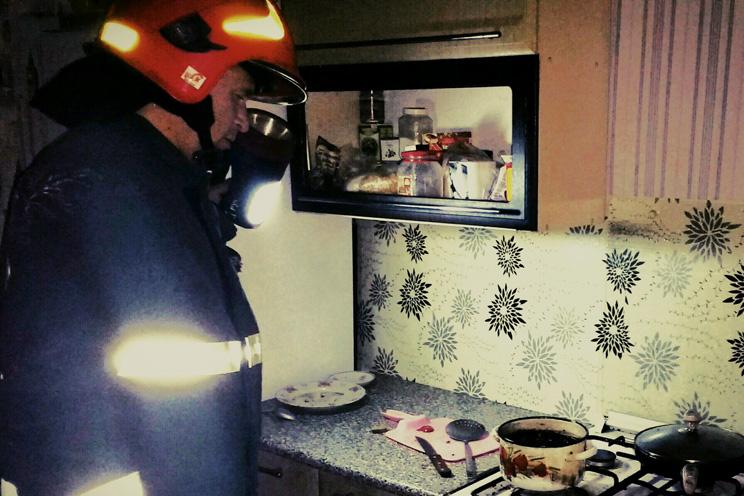 Шепетівський район: через підгоряння їжі ледь не згоріла квартира