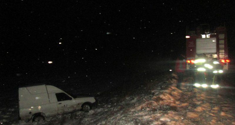 Рятувальники допомогли водію автомобіля Таврія вибратись із кювету