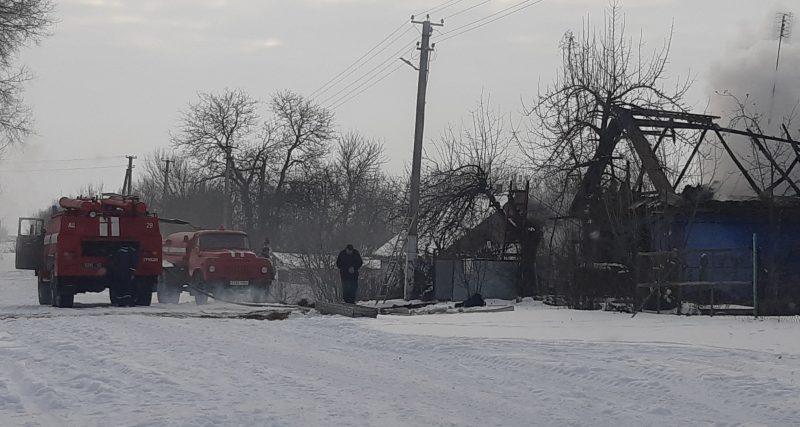 Полонський район: вогнеборці врятували від знищення вогнем житловий будинок в с. Воробіївка