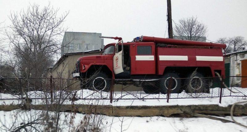11 січня о 09:04 надійшло повідомлення про те, що на вул. Шевченка у смт Ярмолинці горить приватний житловий будинок