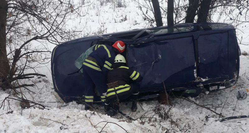 Рятувальники врятували водія, якого затисло металевими конструкціями