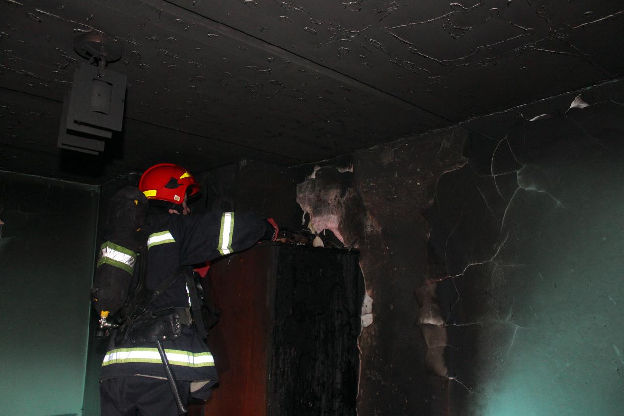 В Хмельницькому врятували чоловіка, який знаходився в палаючій квартирі