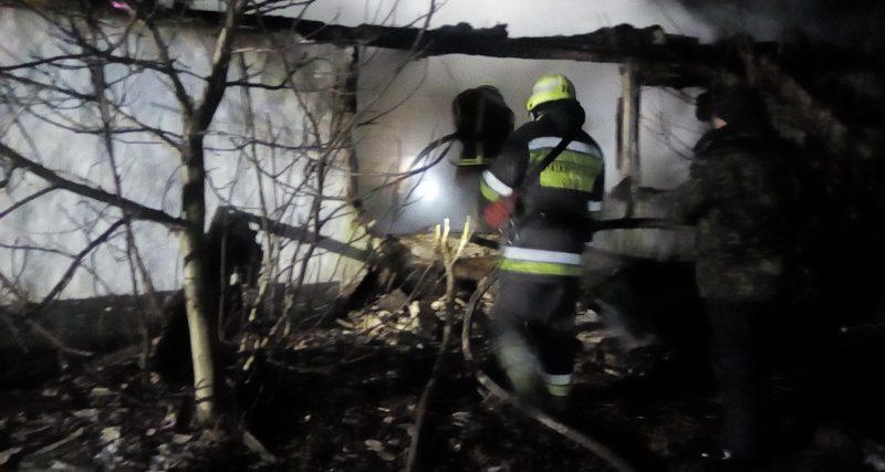 Село Карпилівка: вогнеборці виявили тіло загиблого чоловіка