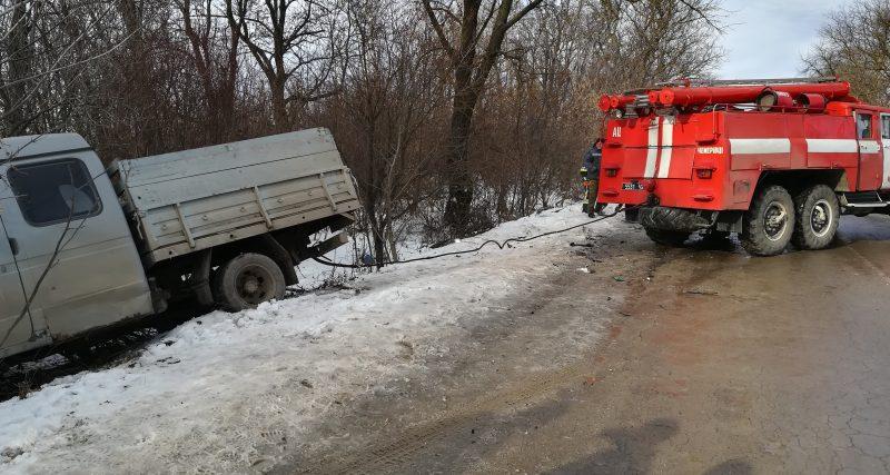 Рятувальники ліквідували наслідки ДТП за участю ВАЗ та вантажівки