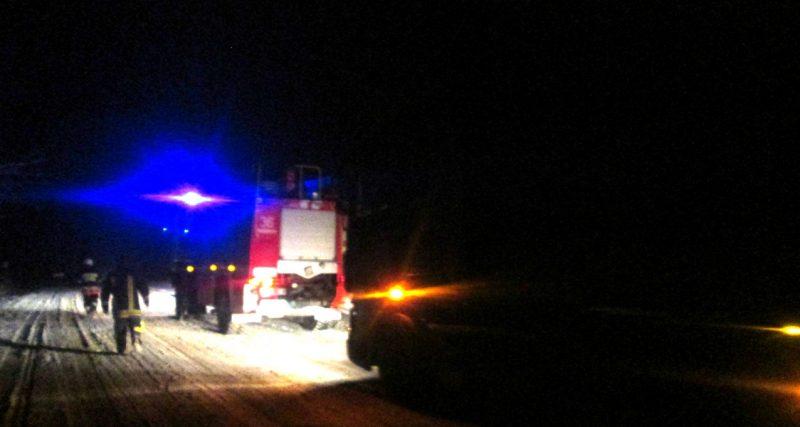 У Теофіпольському районі вантажівка застрягла у сніговому заметі
