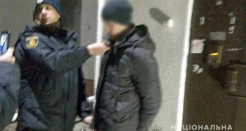 У Хмельницькому поліцейський затримав злодія, який проник до його квартири