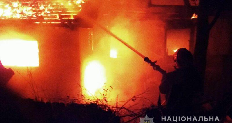 17 лютого в селі Судилків Шепетівського району з різницею в годину загорілись два приватних будинки. Дослідивши пожежне сміття, експерти дійшли висновку, що причиною загорання став підпал.