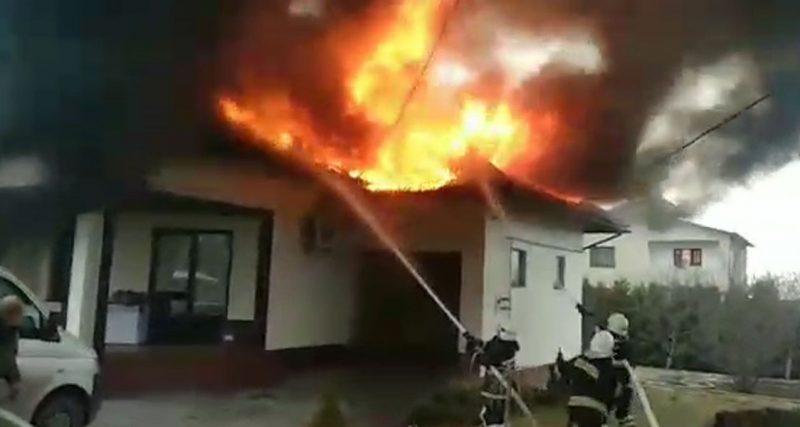 Село Довжок: вогнеборці врятували житловий будинок від знищення
