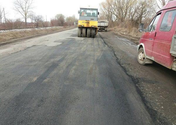На об'їзній дорозі м. Старокостянтинова ліквідовуються деформації покриття