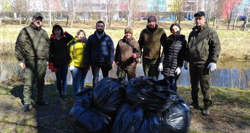 #чистіводойми — у Хмельницькому рибоохоронці прибирали берег річки Південний Буг