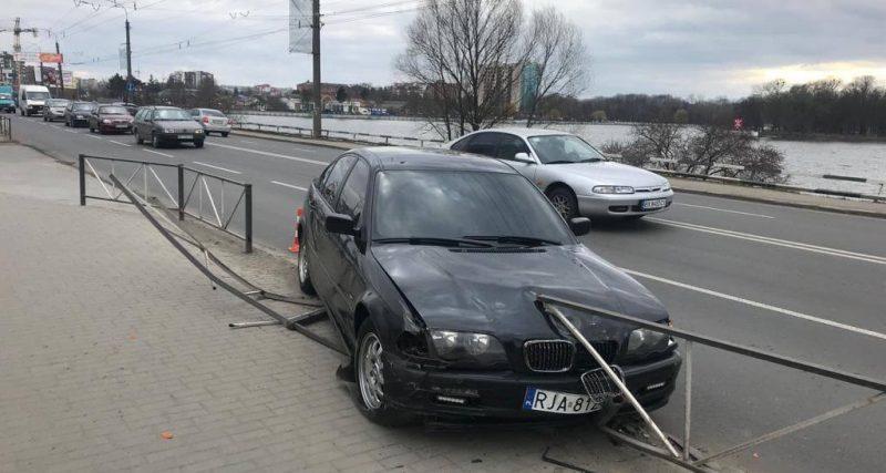 В Хмельницькому сталося ДТП. Honda зіткнулася з BMW