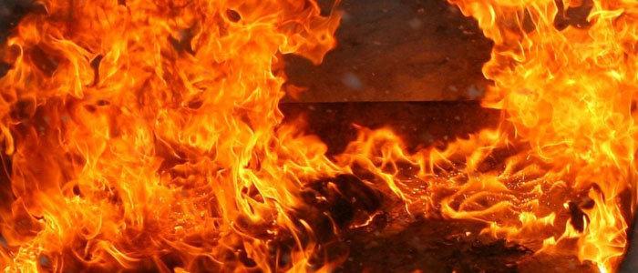 Місто Нетішин: вогнеборці ліквідували пожежу будівлі та автомобіля