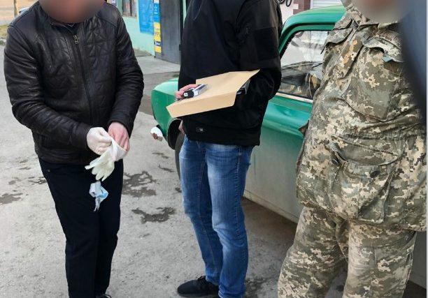 Затримали заступника керівника військомату під час отримання 15000 гривень