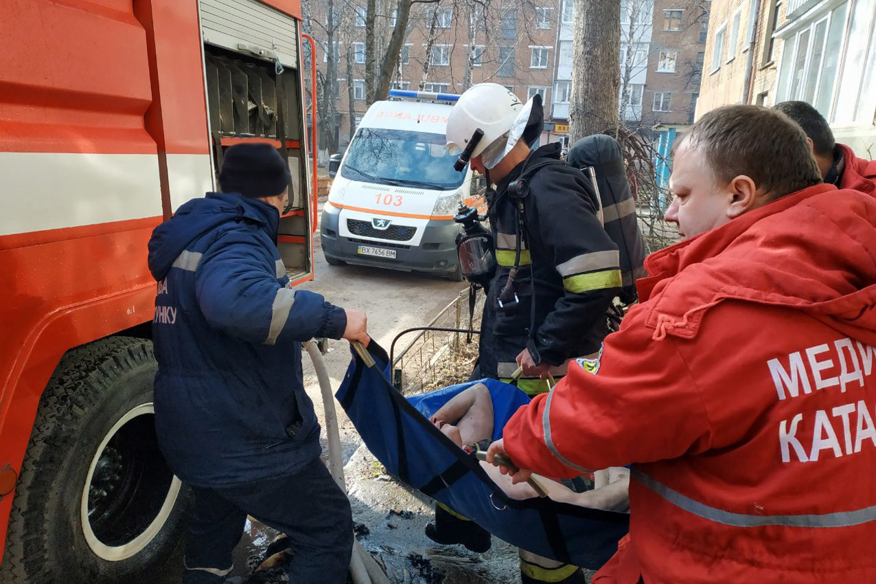 Кам'янець-Подільський район: вогнеборці із полум'я врятували жінку і ліквідували пожежу автомобіля