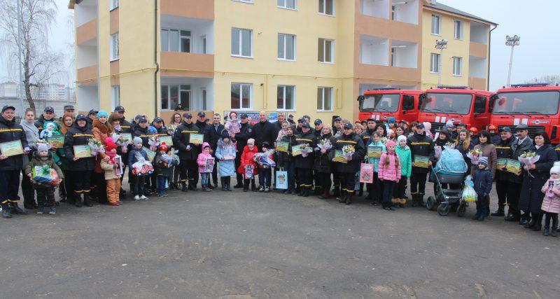 Рятувальники Хмельниччини отримали 13 нових пожежно-рятувальних автомобілів та сертифікати на 21 квартиру