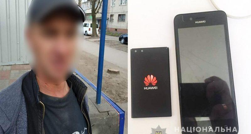 Оперативники Зарічанського відділення поліції затримали 32-річного жителя Красилівського району, який у Хмельницькому пограбував пенсіонерку..