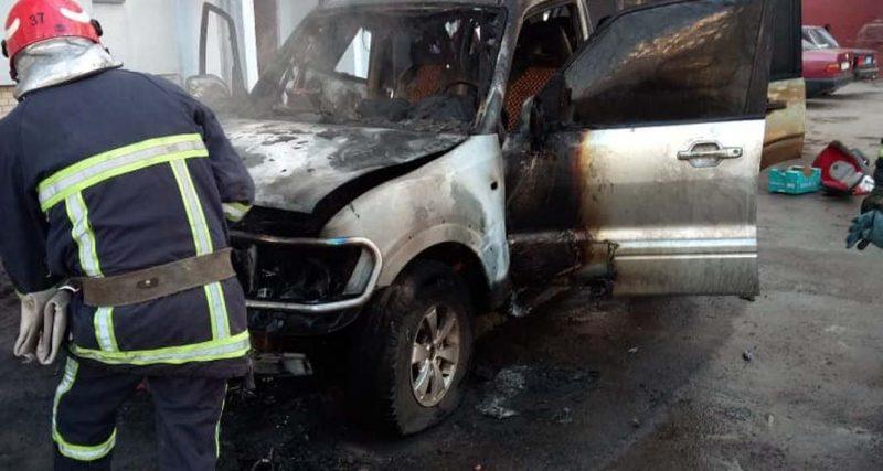 м. Хмельницький: рятувальники ліквідували пожежу автомобіля