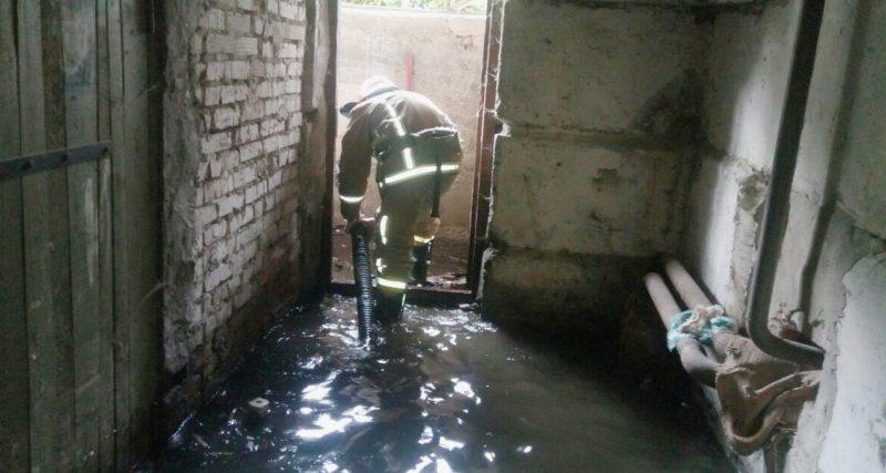 Рятувальники продовжують ліквідовувати підтоплення приватних домогосподарств після негоди