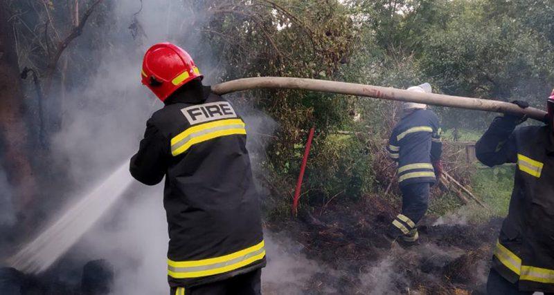 На Хмельниччині ледь не згорів приватний будинок та палало сіно