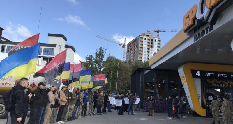 """У Тернополі """"Правий сектор"""" виступив проти заправок """"БРСМ-нафта"""" через фінансування Московського патріархату"""